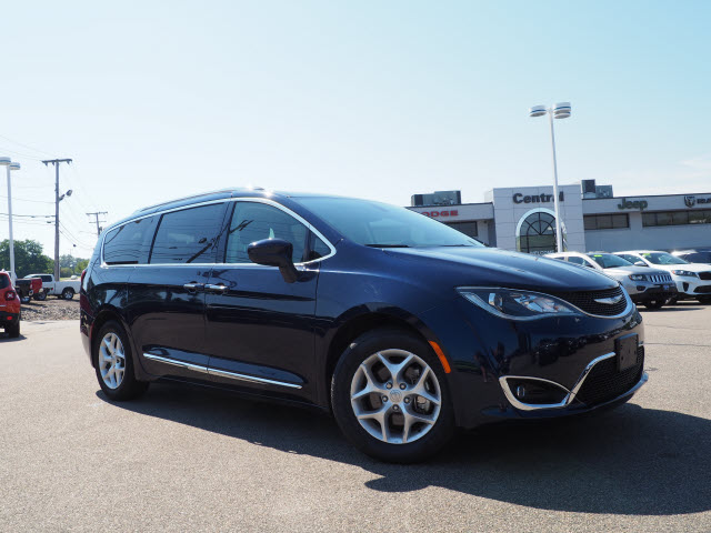 Pre-Owned 2018 Chrysler Pacifica Pacifica
